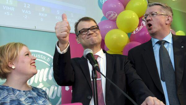Annika Saarikko, Juha Sipila y Juha Rehula, los miembros del Partido del Centro - Sputnik Mundo