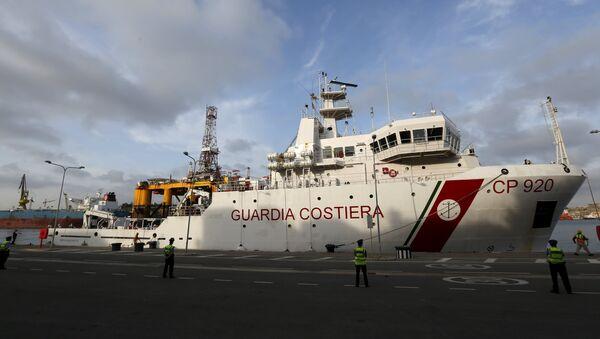 La Marina Militar italiana recupera los cadáveres de 17 migrantes en el Mediterráneo - Sputnik Mundo