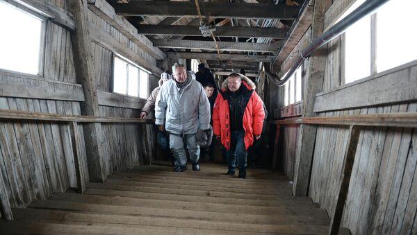 Vice primer ministro de Rusia, Dmitri Rogozin y ministro de Desarrollo Económico de Rusia,  Alexei Uliukáev en Barentsburg (archipiélago de Spitsbergen) - Sputnik Mundo