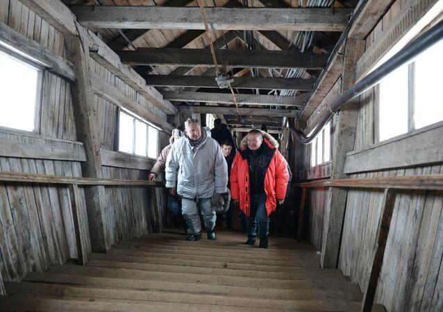 Vice primer ministro de Rusia, Dmitri Rogozin y ministro de Desarrollo Económico de Rusia,  Alexei Uliukáev en Barentsburg (archipiélago de Spitsbergen)