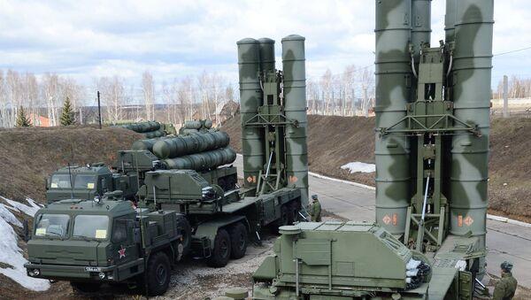 Sistemas de misiles antiaéreos S-400 Triumf - Sputnik Mundo