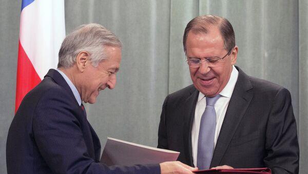 Ministro de Exteriores de Chile, Heraldo Muñoz (izda.) y canciller de Rusia, Serguéi Lavrov - Sputnik Mundo