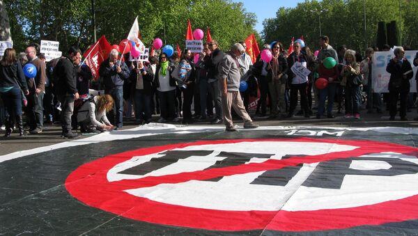 Denuncian a multinacionales que recurren al TTIP para seguir usando químicos peligrosos - Sputnik Mundo