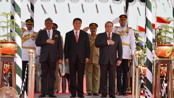Presidente de Pakistán, Manmoon Hussain, presidente de China, Xi Jinping y primer ministro, Nawaz Sharif - Sputnik Mundo