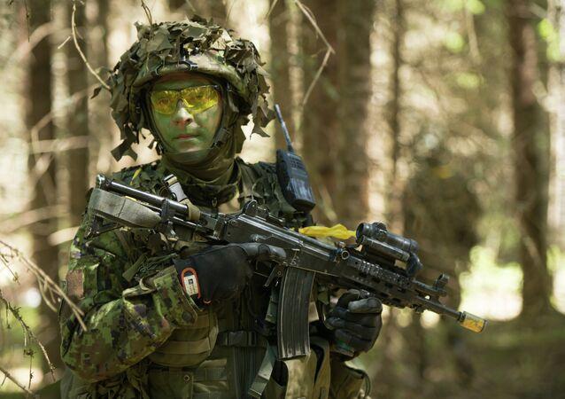 Soldado estonio durante las maniobras de la OTAN