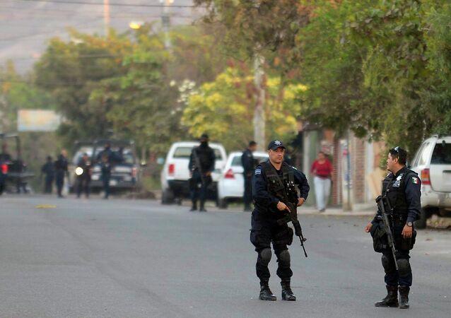 Policía federal en Apatzingán