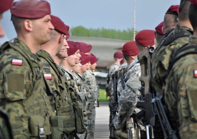Paracaidistas polacos y de la 173 Brigada de Combate Airbone de las FFAA de los EEUU (Archivo)