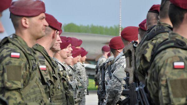 Paracaidistas polacos y de la 173 Brigada de Combate Airbone de las FFAA de los EEUU (Archivo) - Sputnik Mundo