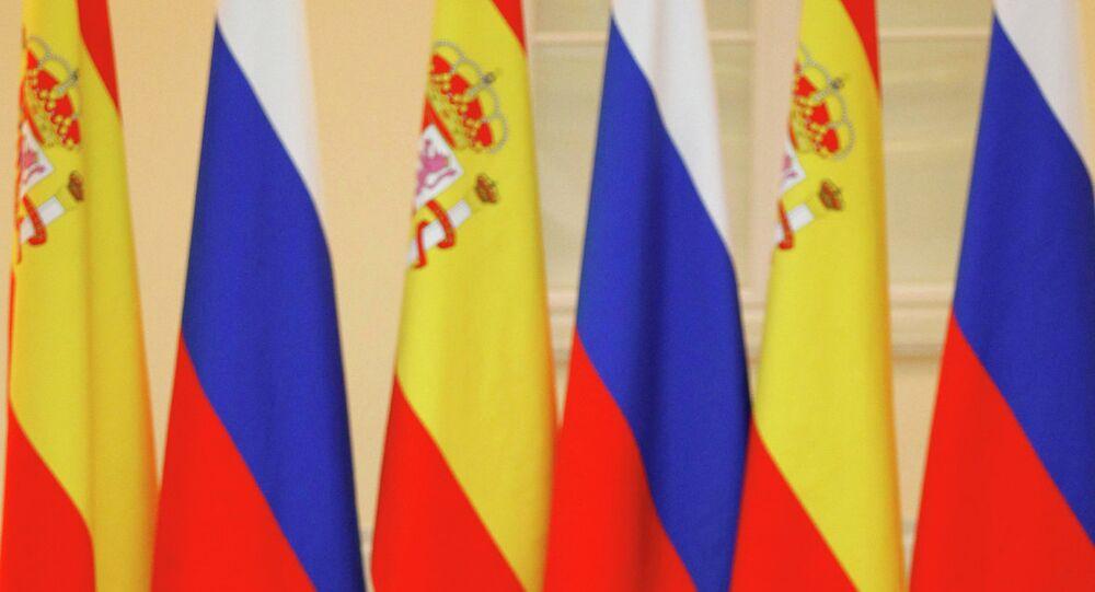 Banderas de España y Rusia (archivo)