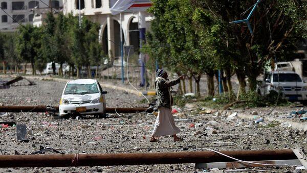 Capital yemení, Saná, tras uno de los bombardeos. 20 de abril de 2015 - Sputnik Mundo