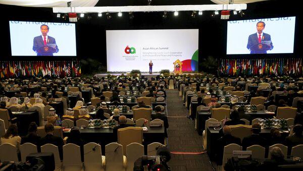 Joko Widodo, presidente de Indonesia, durante el Foro Empresarial Asia-África en Yakarta - Sputnik Mundo