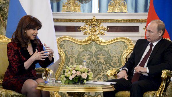 Cristina Kirchner, presidente de Argentina y Vladímir Putin, presidente de Rusia - Sputnik Mundo