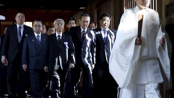 Tres ministras japonesas han visitado el templo de Yasukuni - Sputnik Mundo