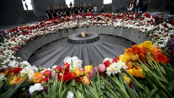 Tsitsernakaberd, monumento dedicado a las víctimas del genocidio armenio - Sputnik Mundo
