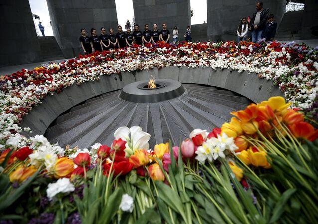 El memorial en honor al genocidio armenio de 1915 (Ereván, Armenia)