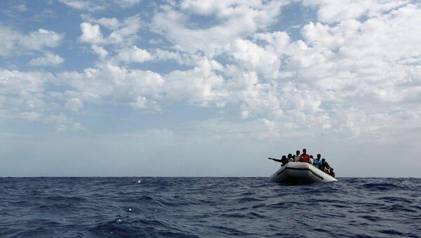 Inmigrantes libios en el mar Mediterráneo - Sputnik Mundo