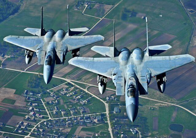 Cazas de la OTAN en el cielo de Lituania