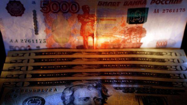 dólares y rublos - Sputnik Mundo