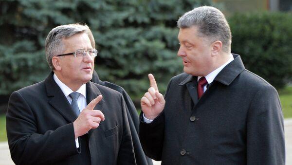 Presidente de Polonia, Bronislaw Komorowski y presidente de Ucrania, Petró Poroshenko (Archivo) - Sputnik Mundo