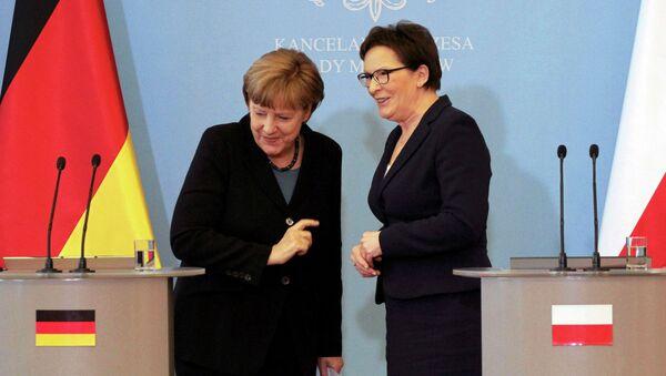 Canciller de Alemania, Angela Merkel (izda.) y primera ministra de Polonia, Ewa Kopacz - Sputnik Mundo