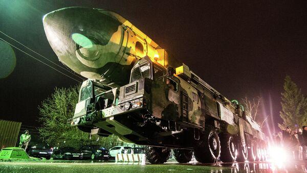 Lanzadera de misiles Topol - Sputnik Mundo