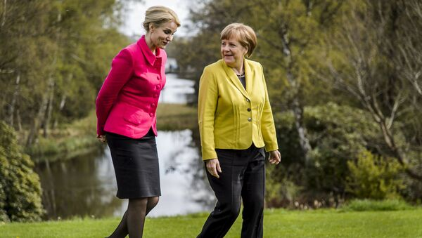 Canciller de Alemania, Angela Merkel (dcha.) y primer ministra de Dinamarca, Helle Thorning-Schmidt - Sputnik Mundo