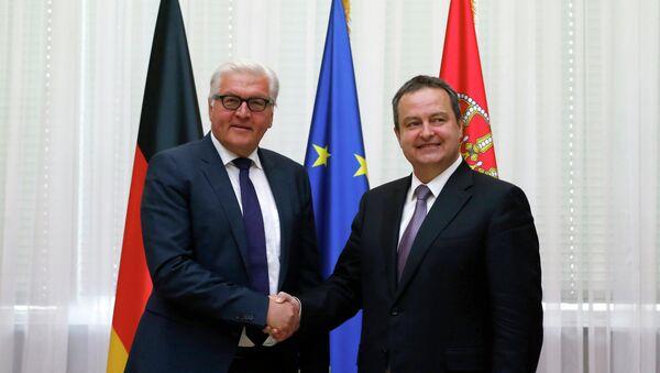 Presidente de turno de la OSCE, Ivica Dacic (izda.) y ministro de Exteriores de Alemania, Frank-Walter Steinmeier - Sputnik Mundo