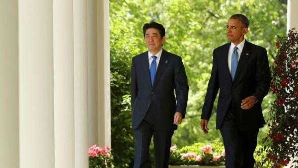 Primer ministro de Japón, Shinzo Abe (izda.) y presidente de EEUU, Barack Obama - Sputnik Mundo