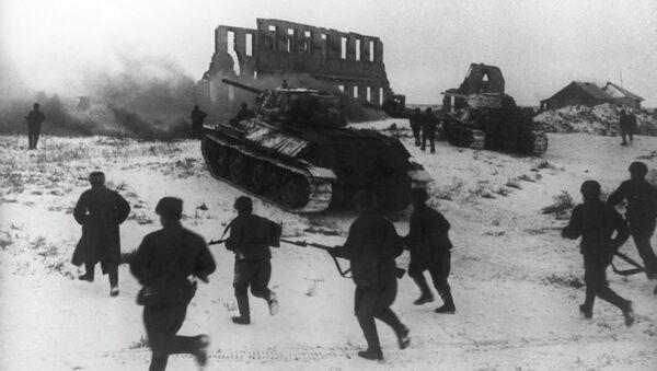 Soldados del ejército soviético durante el ataque en Stalingrado - Sputnik Mundo