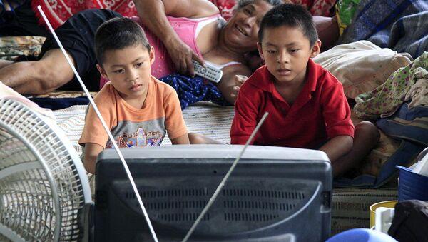 Niños mexicanos ante la tele - Sputnik Mundo