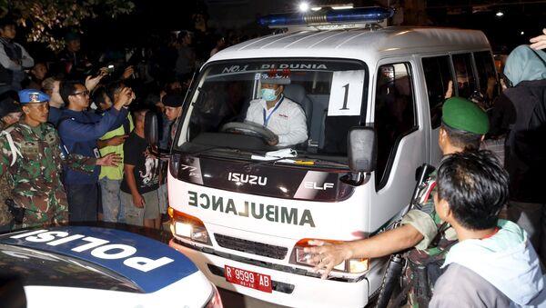 Una ambulancia que transportaba el ataúd de un preso condenado a muerte - Sputnik Mundo