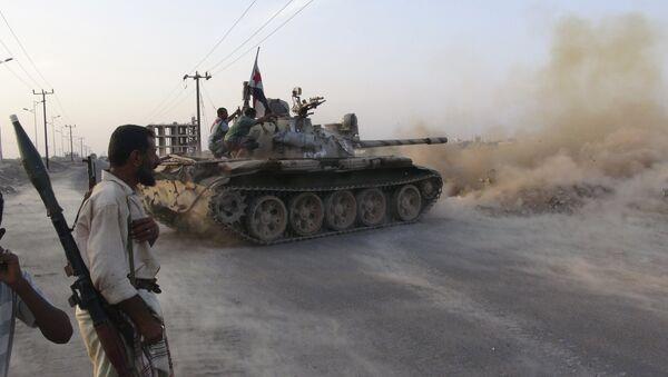Combatientes del movimiento de resistencia yemení - Sputnik Mundo