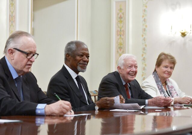 (De izquierda a derecha): expresidente de Finlandia Martti Ahtisaari, exsecretario general de la ONU Kofi Annan, expresidente de EEUU Jimmy Carter y ex primer ministro de Noruega Gro Harlem Brundtland en la reunión con el presidente de Rusia, Vladímir Putin