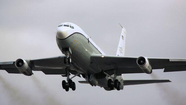 Avión estadounidense OC-135B - Sputnik Mundo