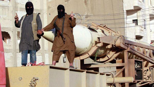 Combatientes del grupo terrroista ISIS en Siria (archivo) - Sputnik Mundo