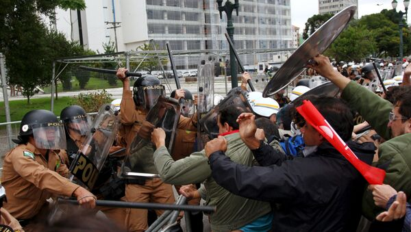 Polémica en Brasil tras la fuerte represión a los profesores por el gobernador de Paraná - Sputnik Mundo