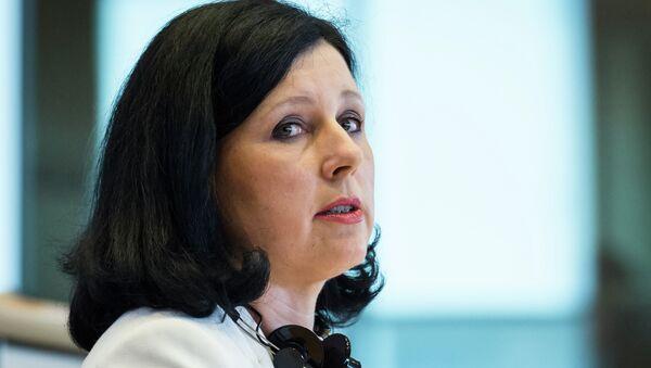 Vera Jourová, comisaria europea de Justicia - Sputnik Mundo