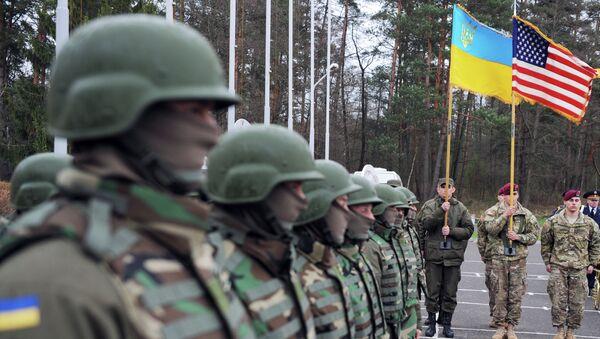 Militares ucranianos y estadounidenses - Sputnik Mundo