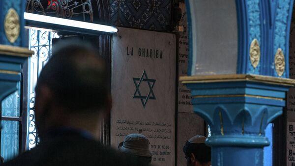 Judíos dentro de la sinagoga de El Ghriba en Túnez - Sputnik Mundo