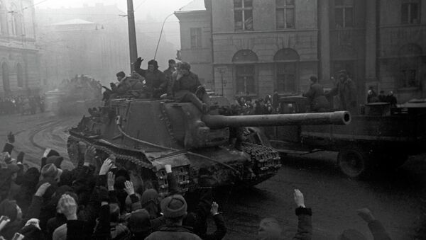 Tanque soviético en las calles de Polonia - Sputnik Mundo