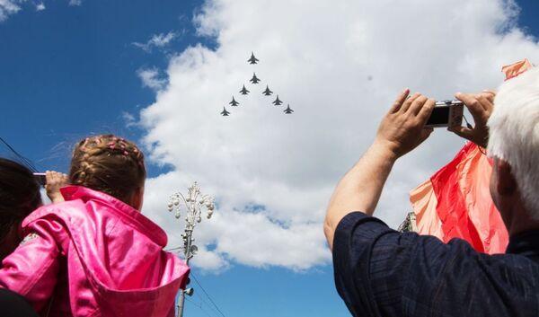 Ensayo de la parte aérea del Desfile de la Victoria en Moscú - Sputnik Mundo