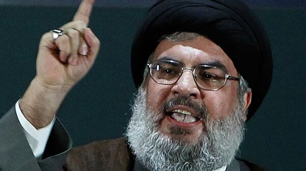 Hezbollah's chief Hassan Nasrallah delivers a speech during a rare public appearance at a gathering to mark the Al-Quds (Jerusalem) International Day from Beirut's southern suburb neighbourhood of Rweiss on August 2, 2013 - Sputnik Mundo