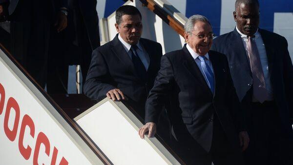Прилет председателя Государственного Совета Кубы Рауля Кастро в Москву - Sputnik Mundo