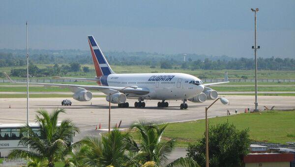 Avión civil Il-96-300 en el Aeropuerto de La Habana (archivo) - Sputnik Mundo