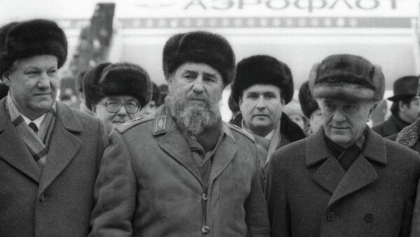 Acompañando a Fidel Castro y Eduard Shevarnadze en su visita a Moscú en 1987 - Sputnik Mundo