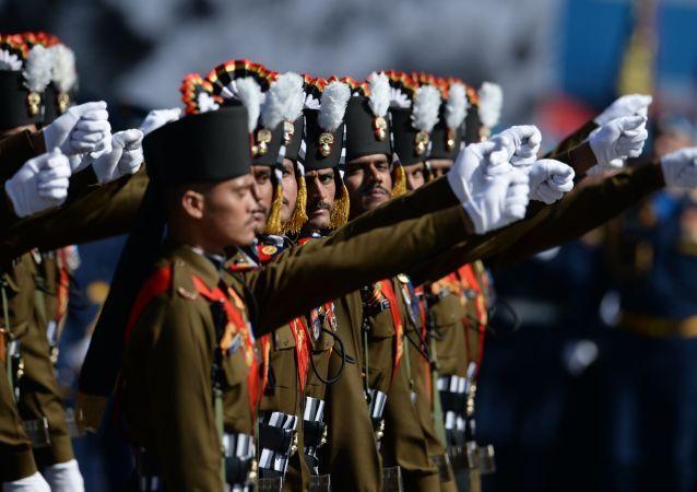 Militares del Ejército de la India durante el Desfile de la Victoria en la Plaza Roja