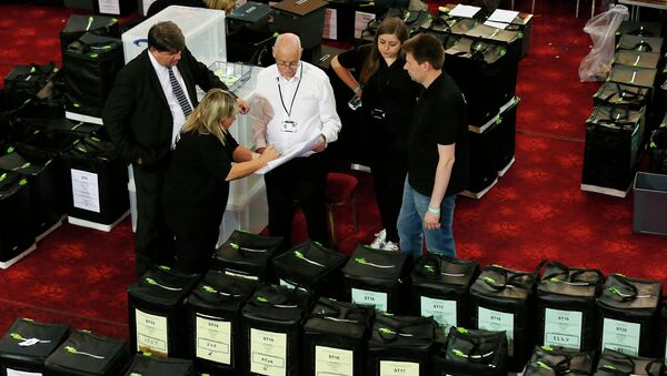Un colegio electoral en Margate, Inglaterra - Sputnik Mundo