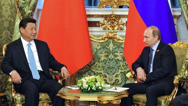 Presidente de China, Xi Jinping (izda.) y presidente de Rusia, Vladímir Putin - Sputnik Mundo