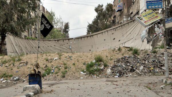 Bandera del Estado Islámico en el campo de refugiados de Yarmuk (Archivo) - Sputnik Mundo