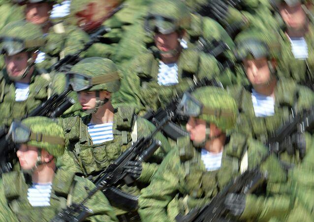 Soldados en el equipo de combate Rátnik